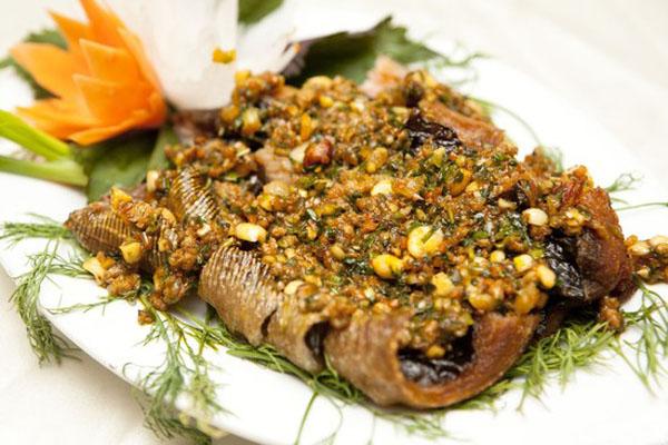 Cá đuối 1 nắng nướng lá chuối