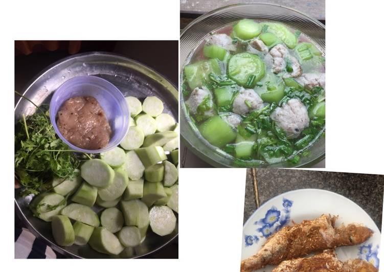 Canh mướp nấu chả cá thu