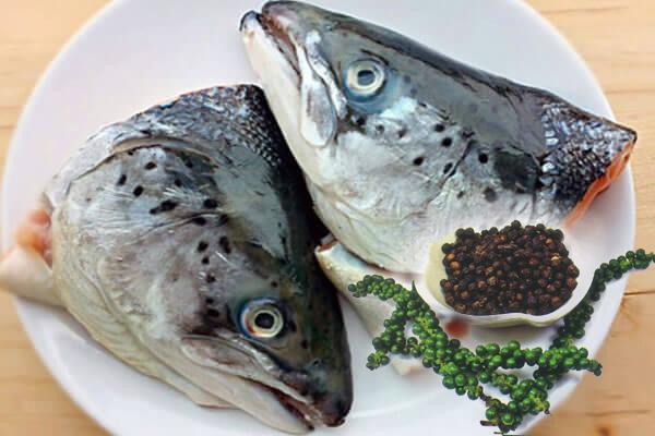 Đầu cá hồi kho tiêu
