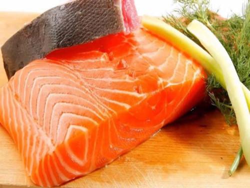 Theo FDA, cá hồi xanh được xếp và danh sách cá ít thủy ngân và nhiều chất dinh dưỡng.