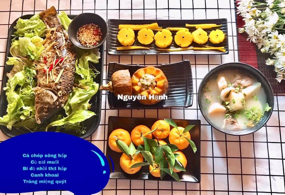 Cá chép sông hấp, củ cải muối, bí đỏ nhồi thịt hấp, canh khoai