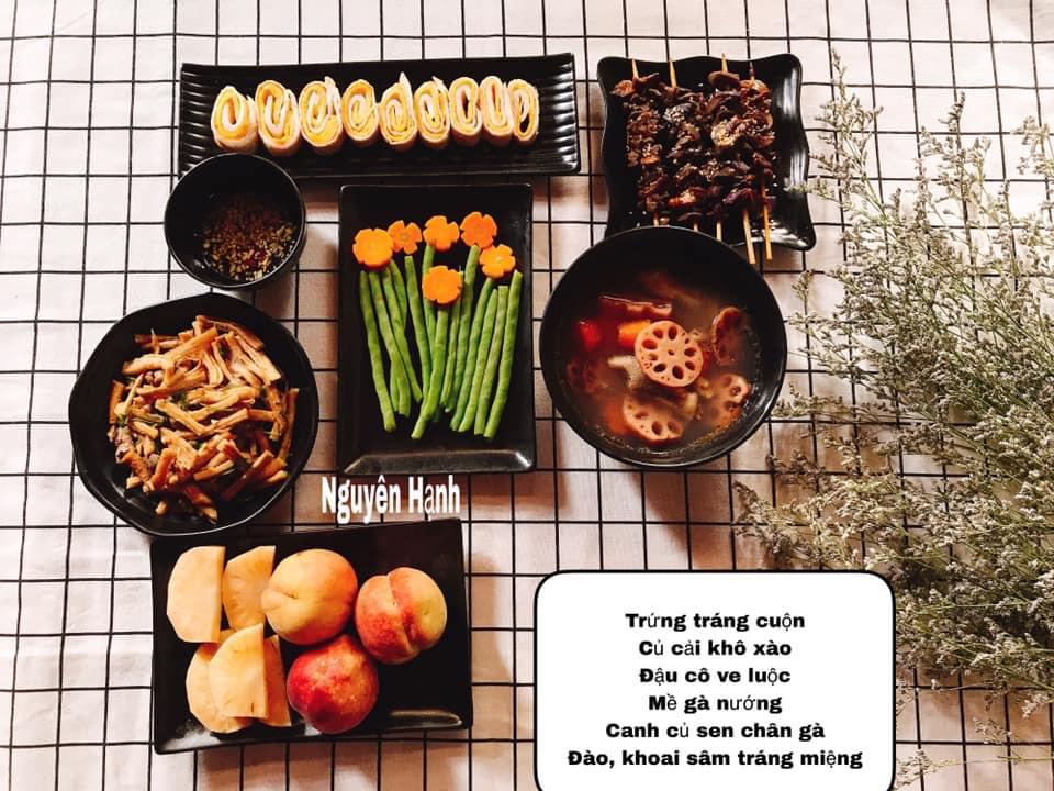 Trứng tráng cuộn, củ cải khô xào, đậu cô ve luộc, canh củ sen chân gà