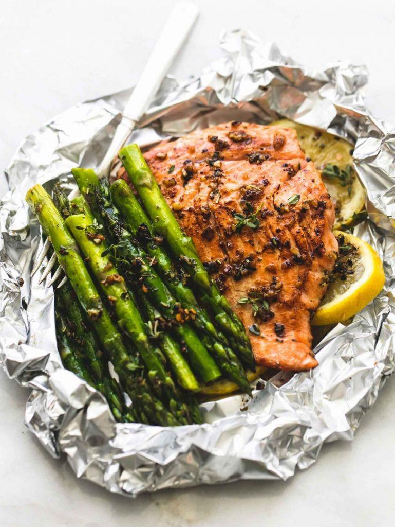 Thực đơn ăn tối thơm ngon với cá hồi và măng tây