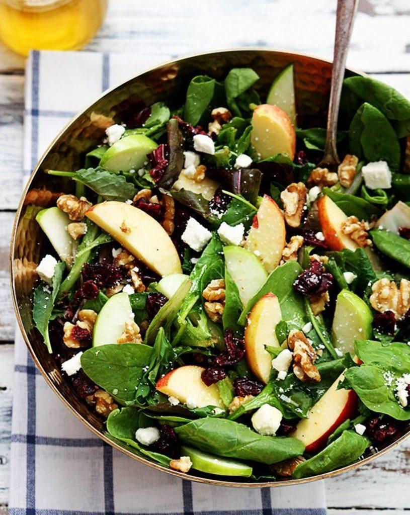Salad bơ và rau củ quả