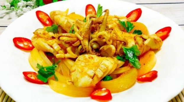 Món mực xào cà ri có thể dùng trong bữa cơm hàng ngày, cũng có thể làm món ăn đãi khách.