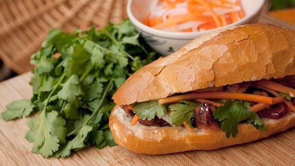 Bánh mì - 5 loại thực phẩm không nên để trong tủ lạnh dễ gây hại cho sức khỏe