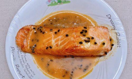 Cách làm món cá hồi sốt chanh leo hấp dẫn