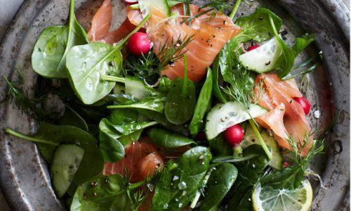 Salad cá hồi rau chân vịt