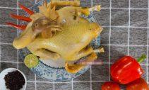 Gà luộc không cần dùng nước lên màu đẹp, thịt thơm phức, ngọt và mềm