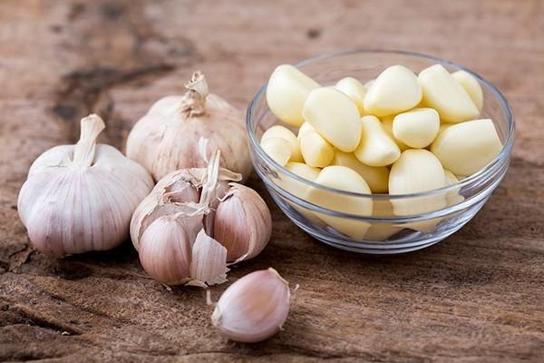 Tỏi - 5 loại thực phẩm không nên để trong tủ lạnh dễ gây hại cho sức khỏe