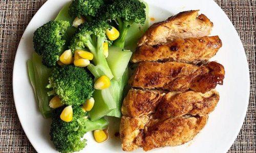 Thực đơn ăn kiêng với ức gà