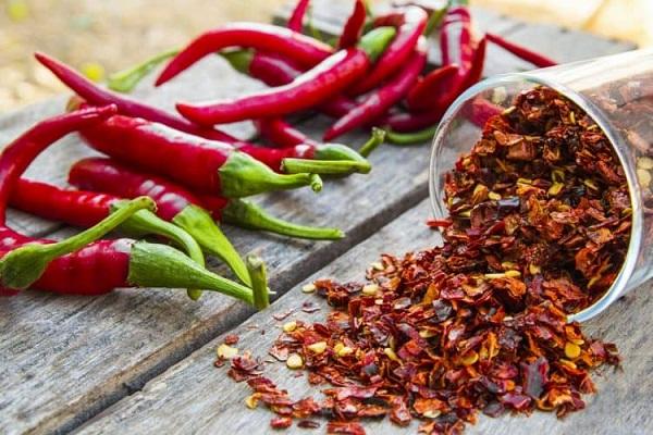 Đồ ăn cay - ớt, mù tạt, muối và các loại thực phẩm gây nóng khác