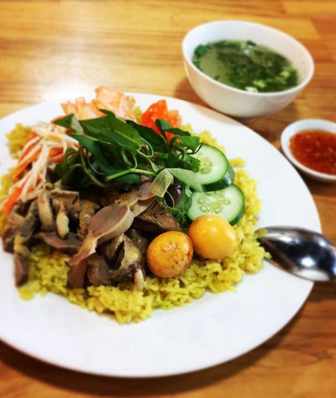 Cơm gà trứng non có thể xem là món cơm đặc trưng của người xứ Quảng Nam, Quảng Ngãi