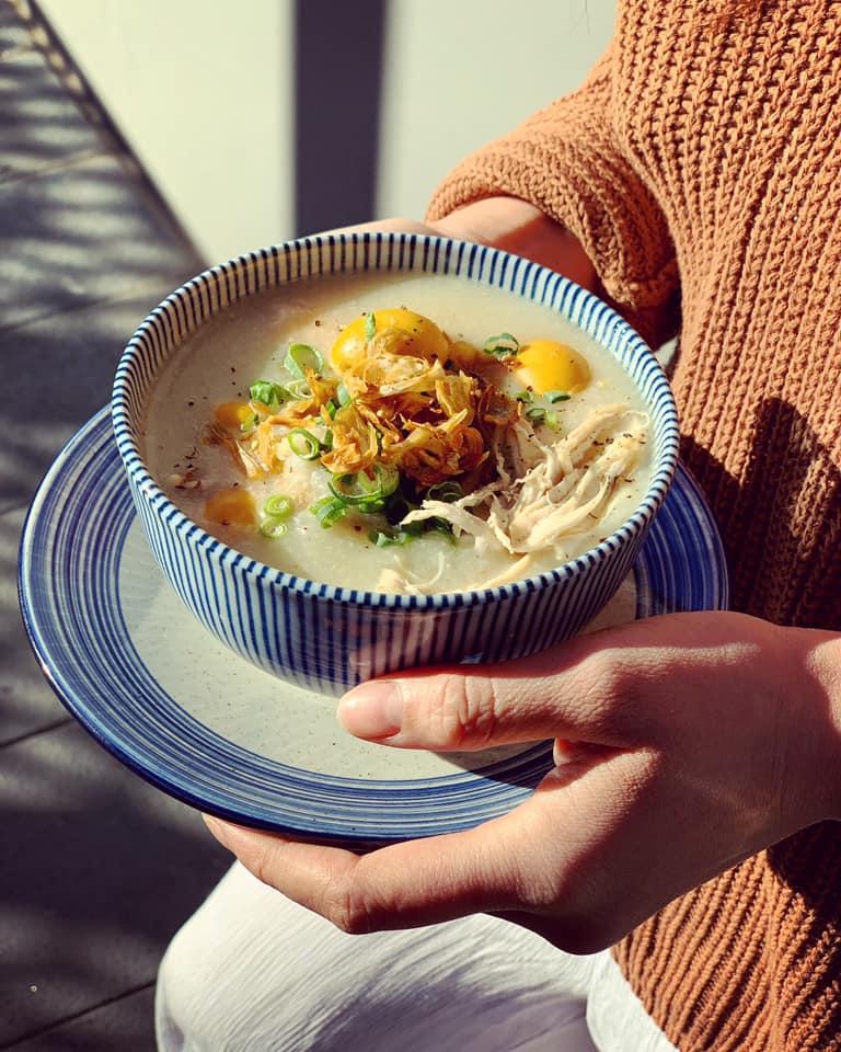 Cháo gà trứng non hầm đậu xanh