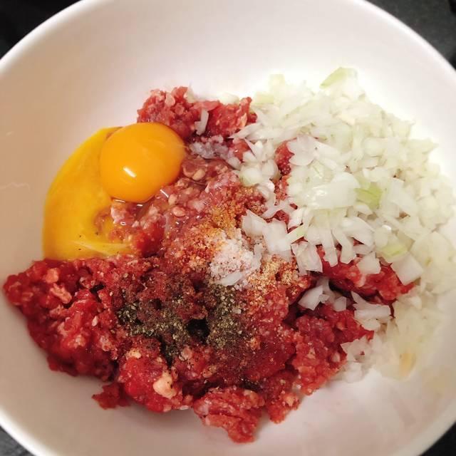 Cách làm món thịt bò xay chiên trứng