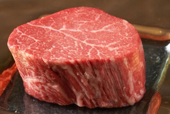 Nguyên liệu chọn thịt bò xay là loại thịt bò thăn hoặc thịt sườn